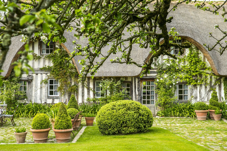 La Petite Chaumiere Jardin Maison Maison Normande Beaux Jardins