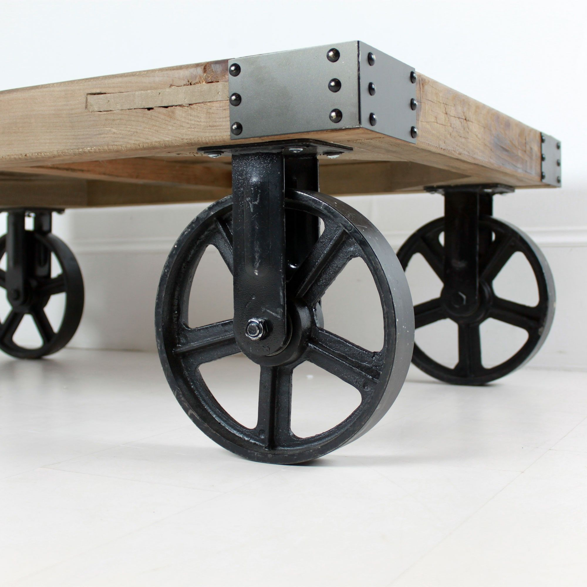 Etonnant Industrial Coffee Table On Wheels