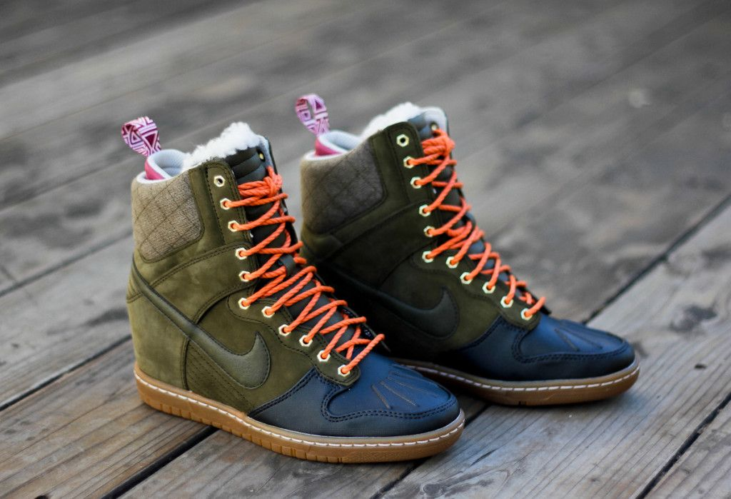 Nike Women s Dunk Sky High Sneakerboot