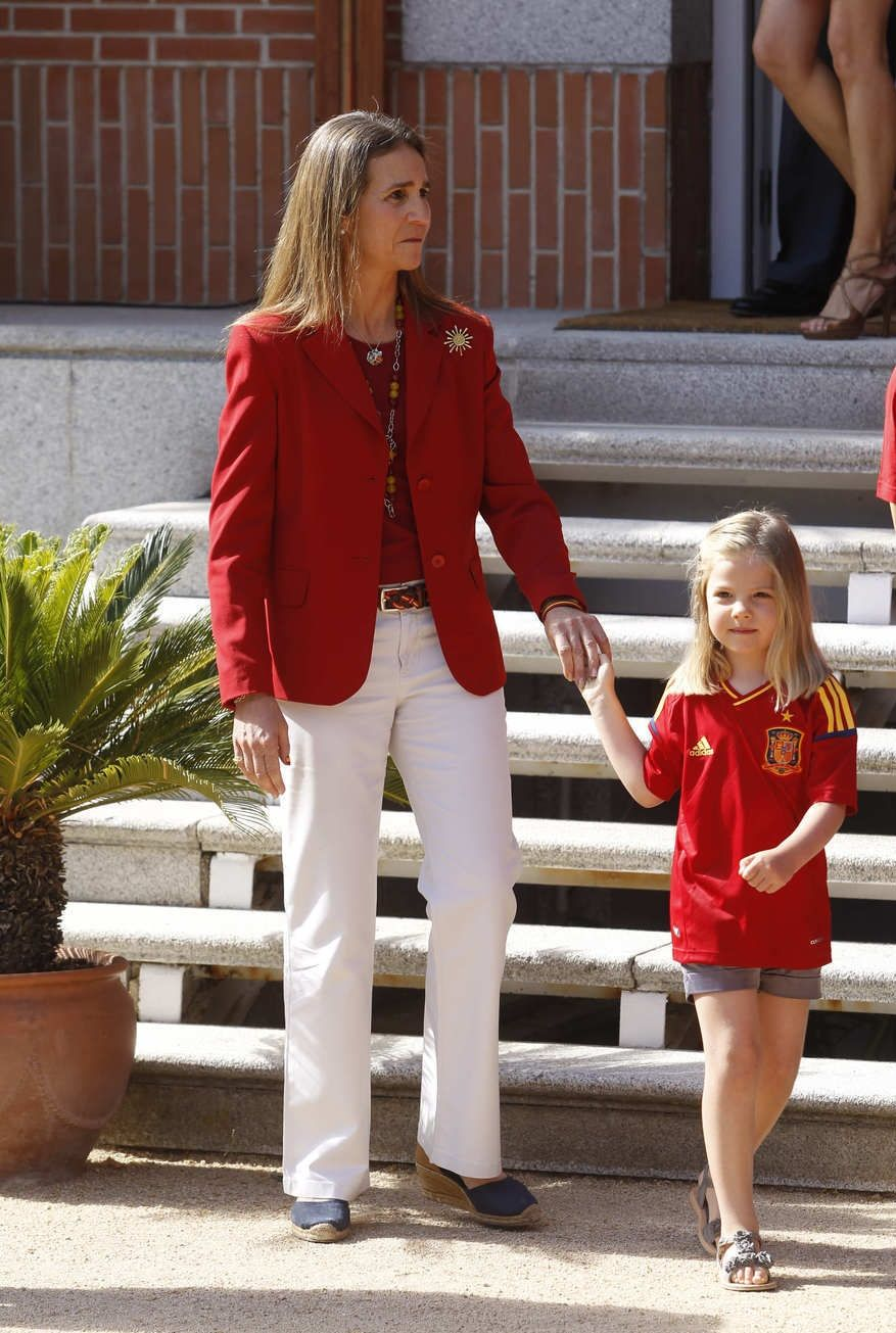 Infanta Sofia of Spain with her Aunt Infanta Elena of Spain, Duchess of Lugo.