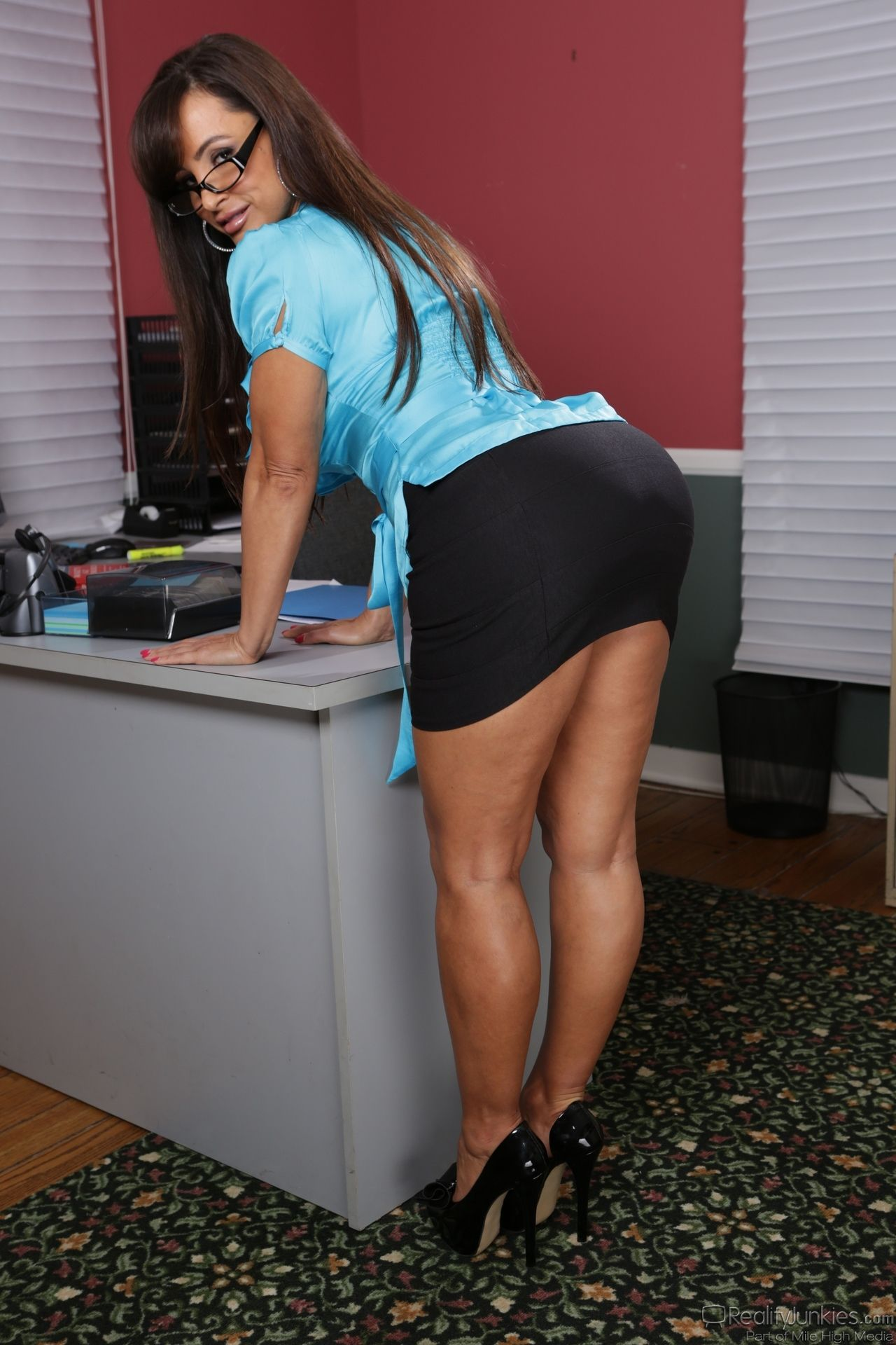 Arrange Living Room Furniture Small Apartment 3 Piece Sets Lisa Ann - Hot Thighs In The Office | Pinterest ...
