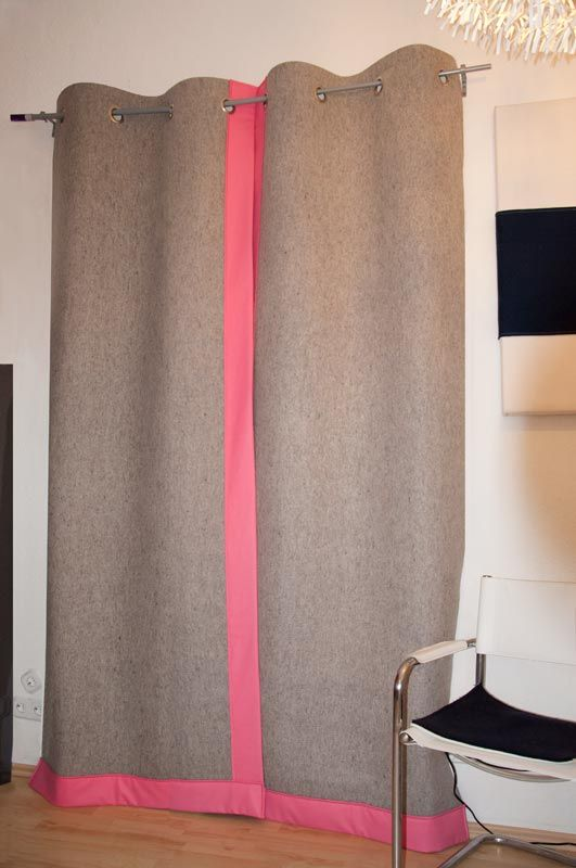 dicker filvorhang als k lte und schallschutz wollfilz 5mm in naturgrau mit pink. Black Bedroom Furniture Sets. Home Design Ideas