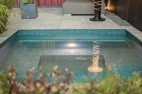 ... Kleiner Pool Im Garten   Mit Mosaik Ausgelegt Pool Pinterest    Reihenhausgarten Und Pool ...