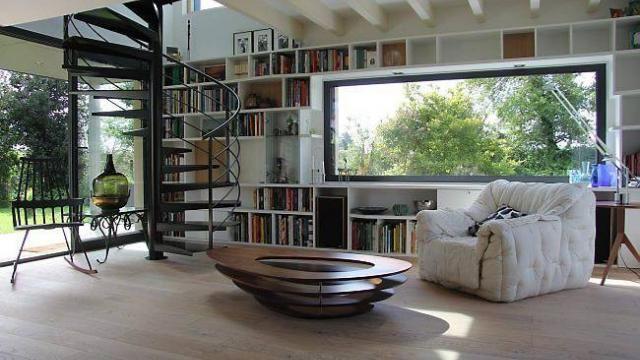 Plac e sur un pan de mur du salon la biblioth que encadre for Extension maison dans un lotissement