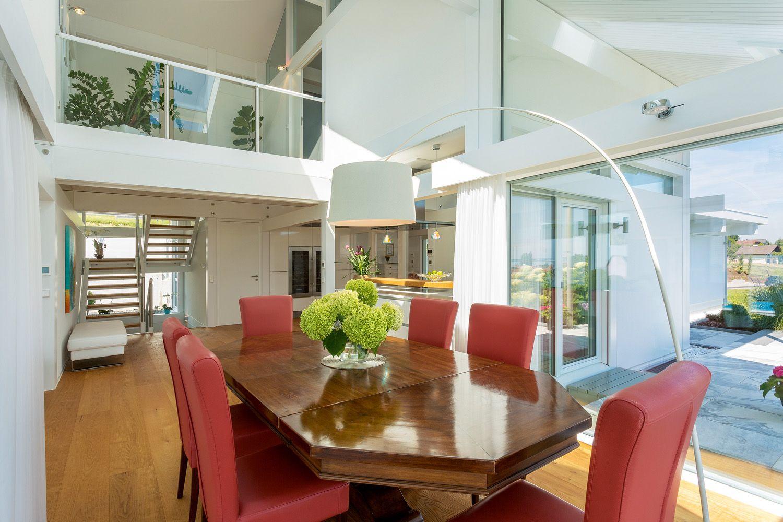 huf modernes fachwerkhaus galerie mit blick auf das esszimmer luftraum galerie pinterest. Black Bedroom Furniture Sets. Home Design Ideas