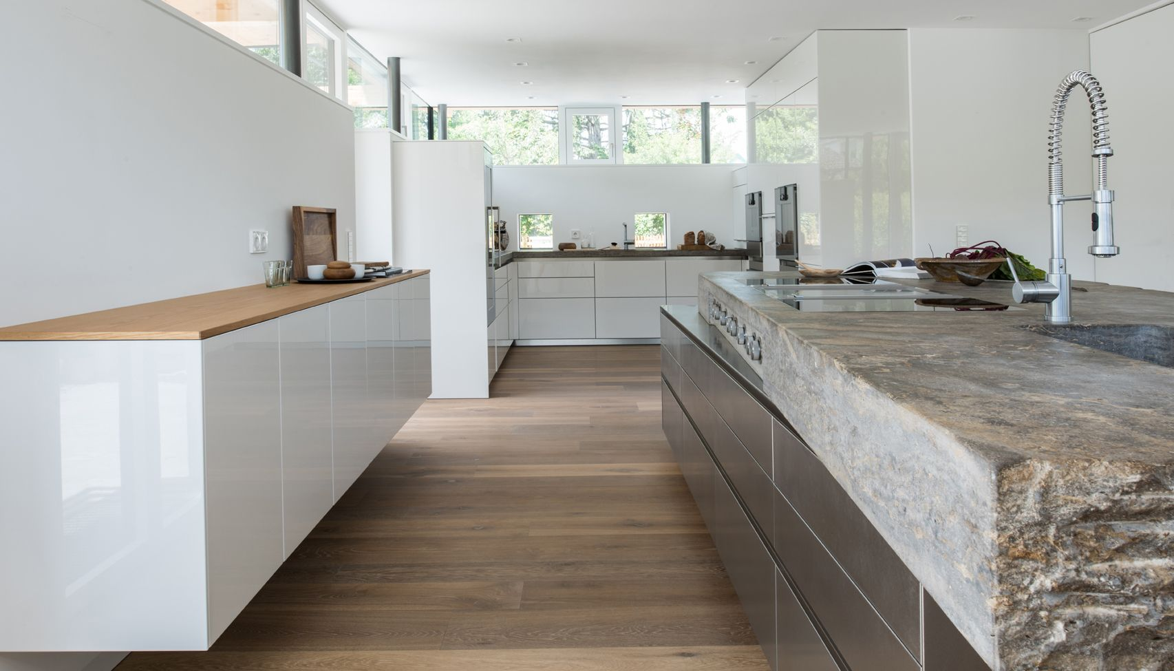 k che mit edelstahlblock berdimensionierter natursteinplatte und gro z giger backkitchen www. Black Bedroom Furniture Sets. Home Design Ideas