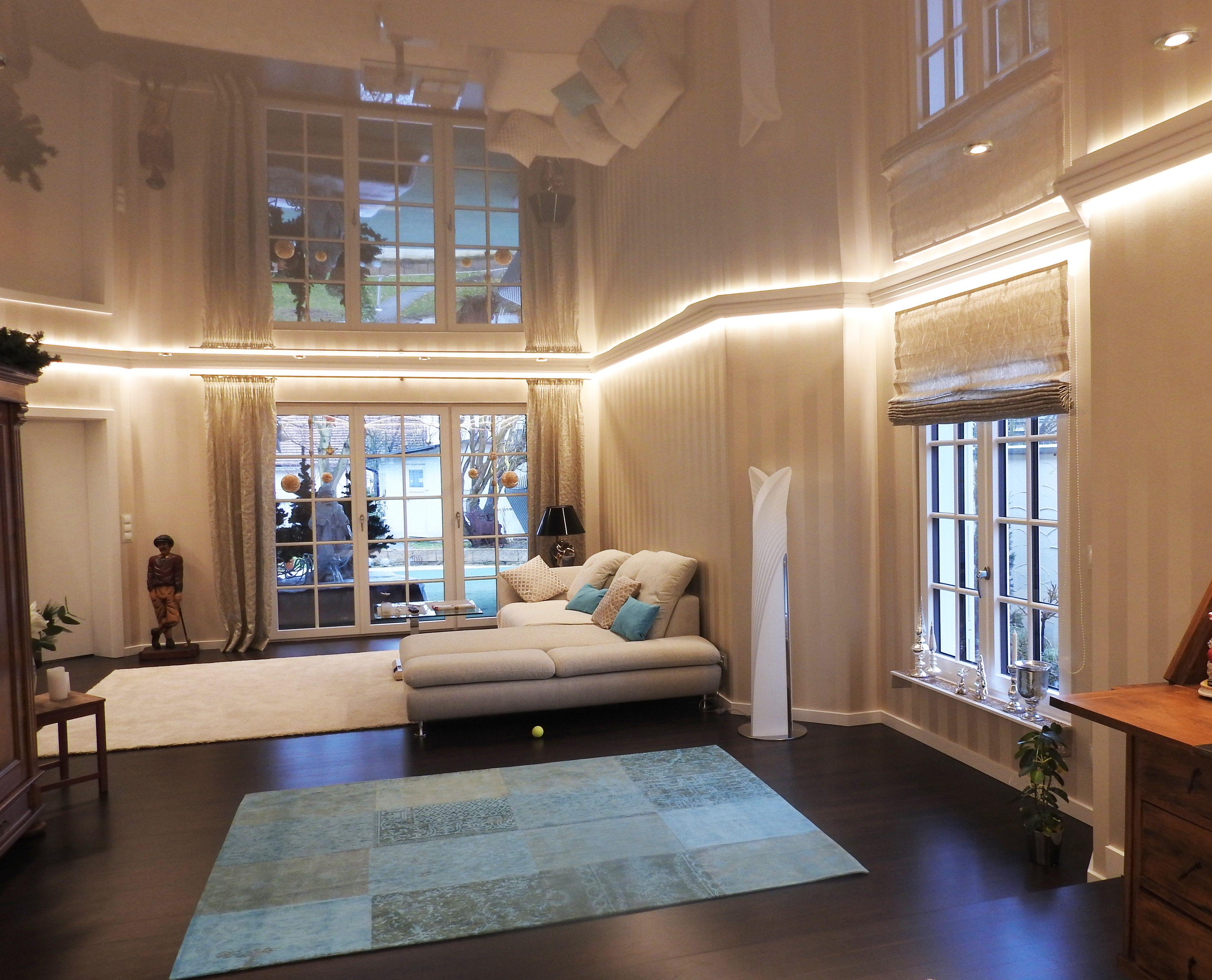 moderne deckengestaltung mit eine spanndecke der firma haege aus ha loch lichtdecken. Black Bedroom Furniture Sets. Home Design Ideas