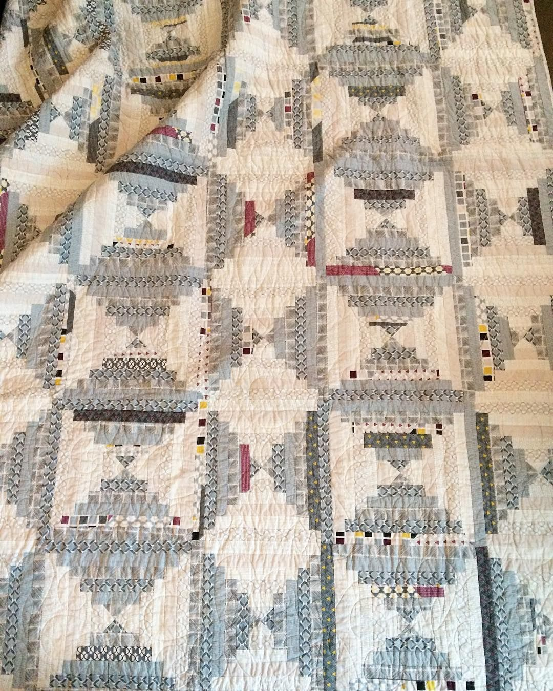 A better pic of my #i❤️logcabins quilt! It's called Twilight and made with my #chicneutralsfabrics collection. It's a super soft and snugly quilt - perfect for our cold mornings here! There's 15 more beautiful log cabin quilts in the book, including inspiring projects by friends ->> @fatquartershop @diaryofaquilter @happyquiltingmc @modarosie @quiltstory @blueisbleu @zenchicmoda @modalissa @rubybluequilts @martingaletpp