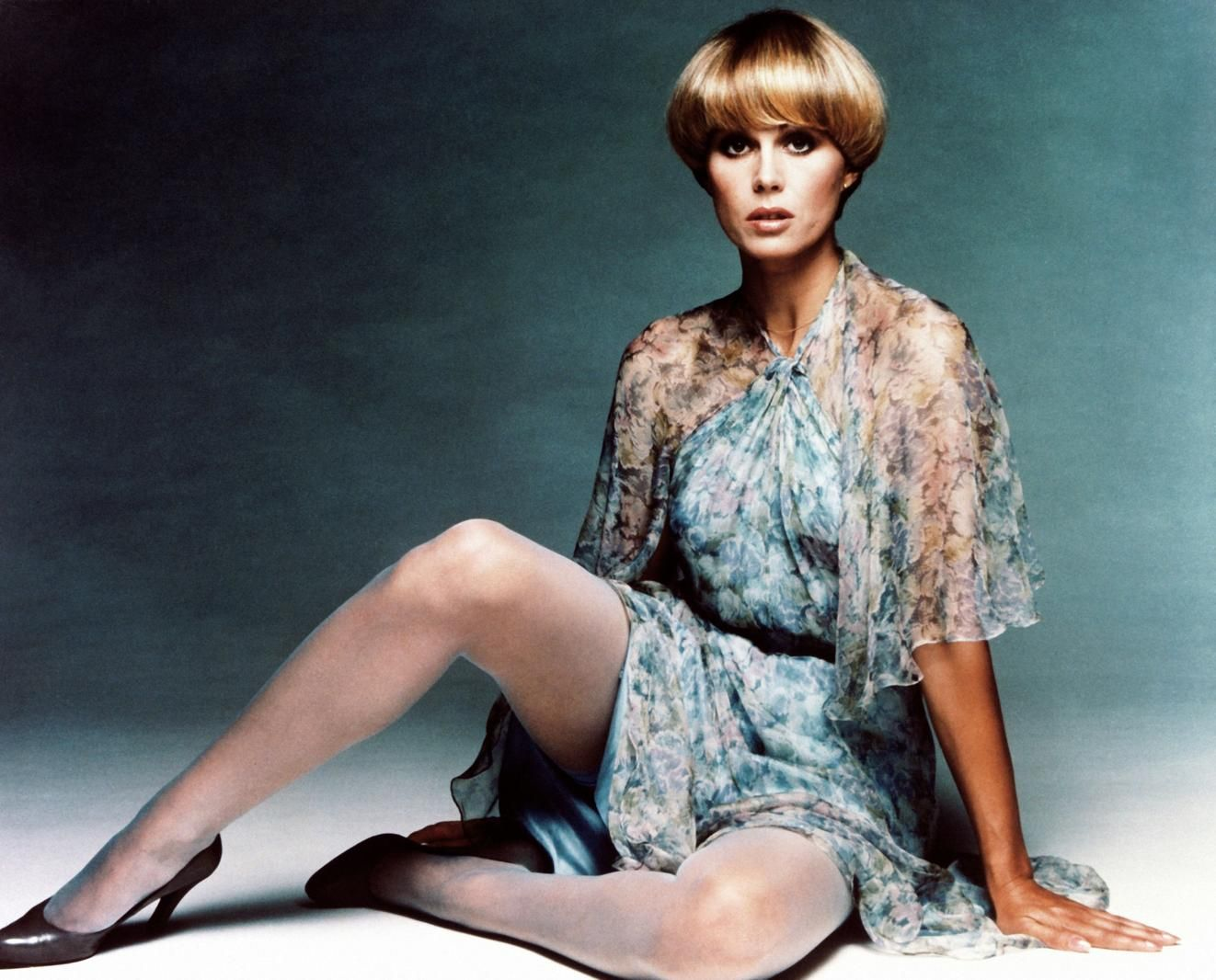 Joanna lumley pantyhose log