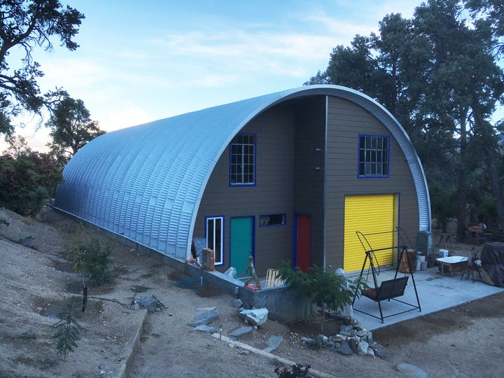 This Is One Colorful Quonset Hut Architectuur Bouwplannen Huizen