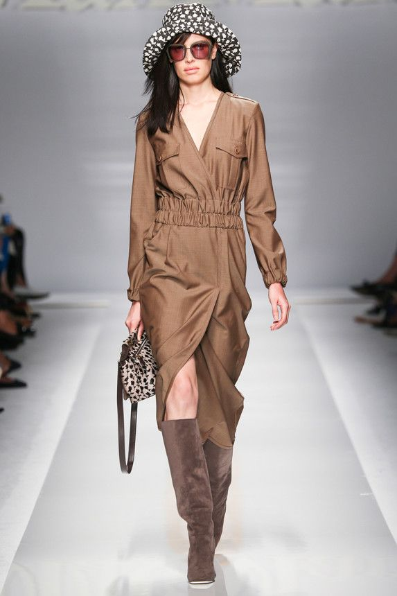 Max Mara Spring 2015 Runway. See the collection on Vogue.com.