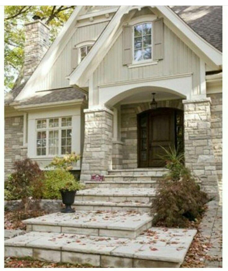 Mineola Cottage: Stone Pillars Make An Amazing Entry!