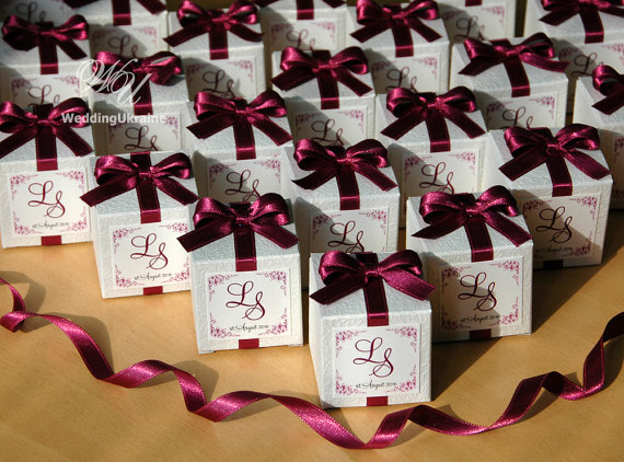 Custom Wedding Bonbonniere White Candy Box With Light Aubergine Satin Ribbon Bow And Custom Names White Textured Favors Gift Box Candy Wedding Favors Wedding Favor Boxes White Wedding Favor Boxes