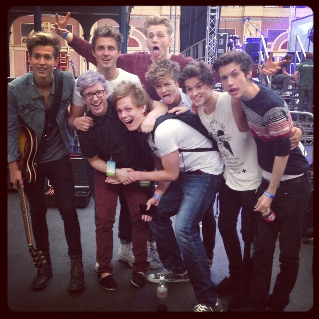 at Summer In The City! i can't THE VAMPS, TROYE SIVAN, CASPAR LEE, TYLER OAKLEY, MARCUS BUTLER, UUHHHGGG WHY xDDDDDDDD