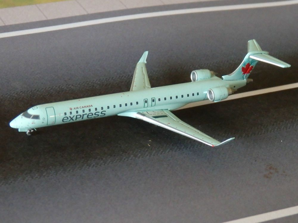 Air Canada Express CRJ-705 Model Aircraft 1\/400 Scale Gemini Jets - how would you weigh a plane without scales