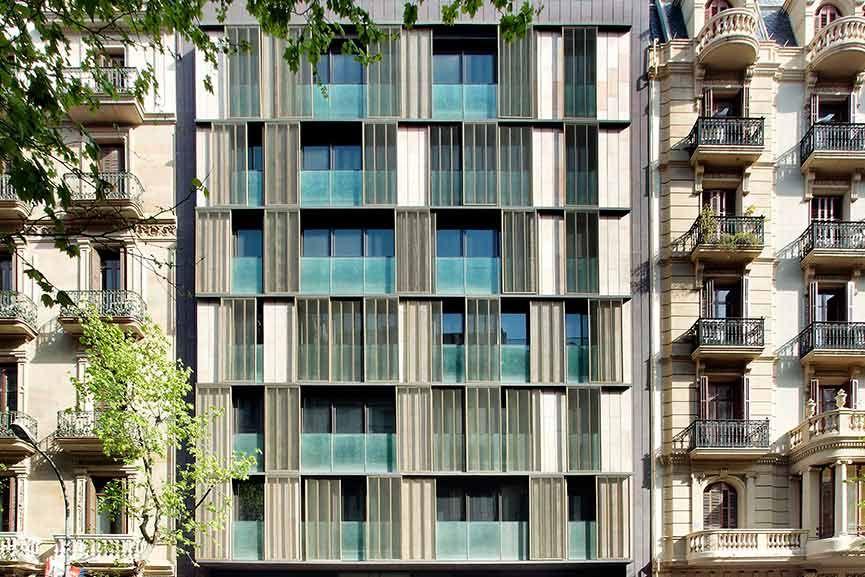 Tamiluz | Projets de protection solaire pour façades, bâtiments et architecture en général.