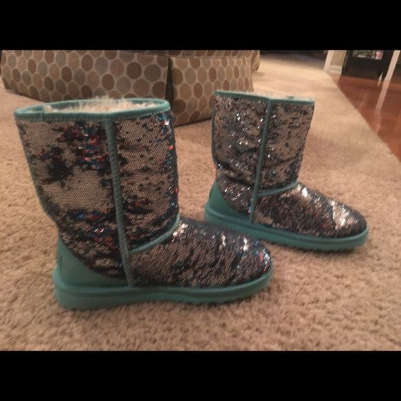 Blue/Brown/Silver Color Changing Sequin Uggs UNAVAILABLE IN STORES! Size 9.