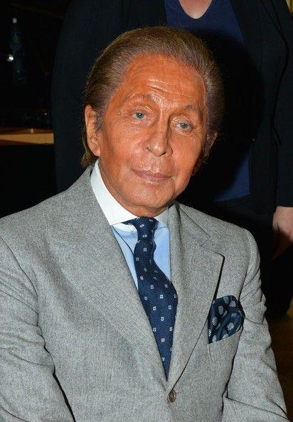 Vestito blu camicia celeste cravatta