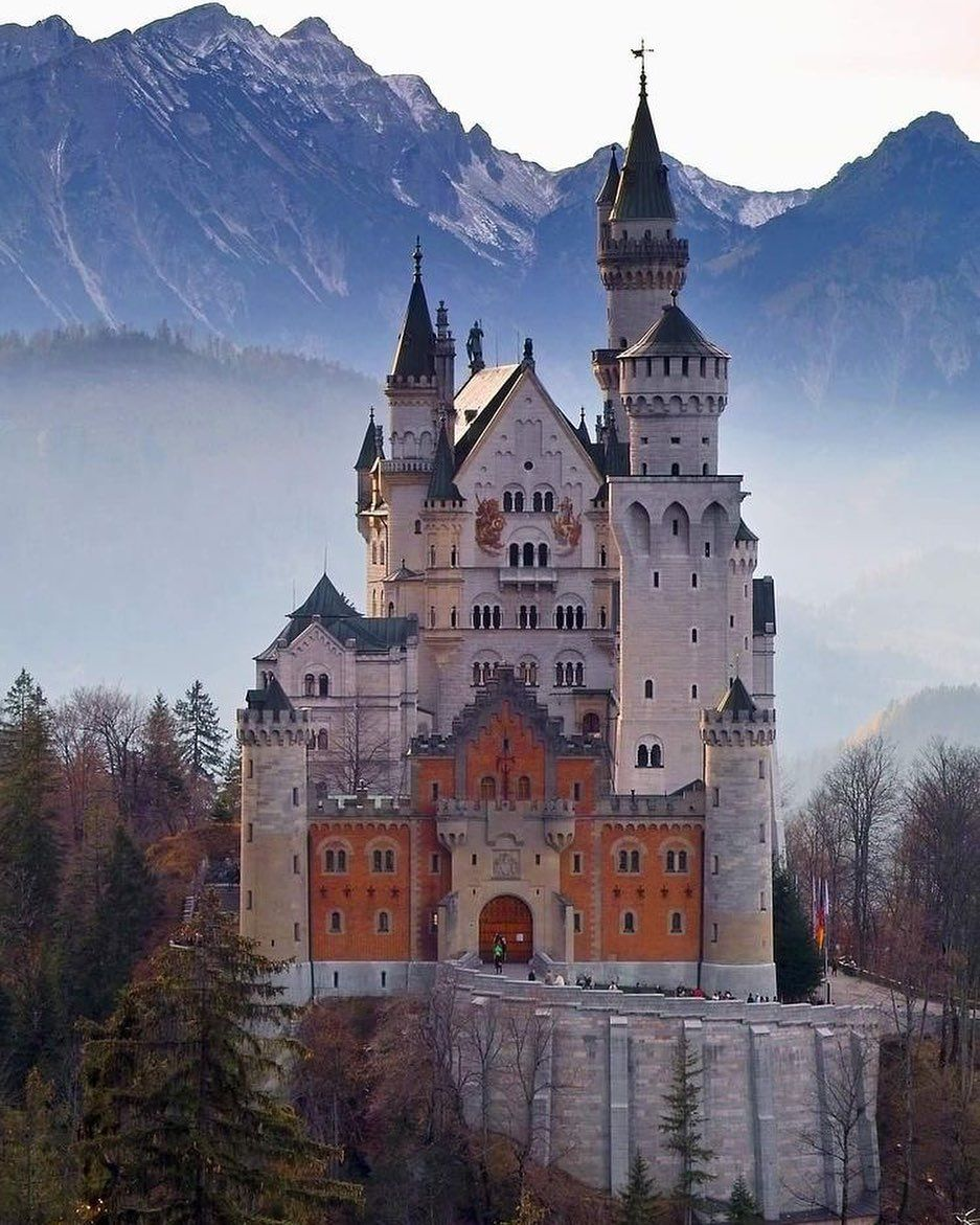 Schloss Neuschwanstein On Instagram This Castle What S Your Favourite Part Of The Castle Neuschw Neuschwanstein Castle Castle Romantic Destinations