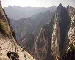 موقع الحق والضلال موقع ومنتدى الحق الضلال Natural Landmarks Landmarks Mountains