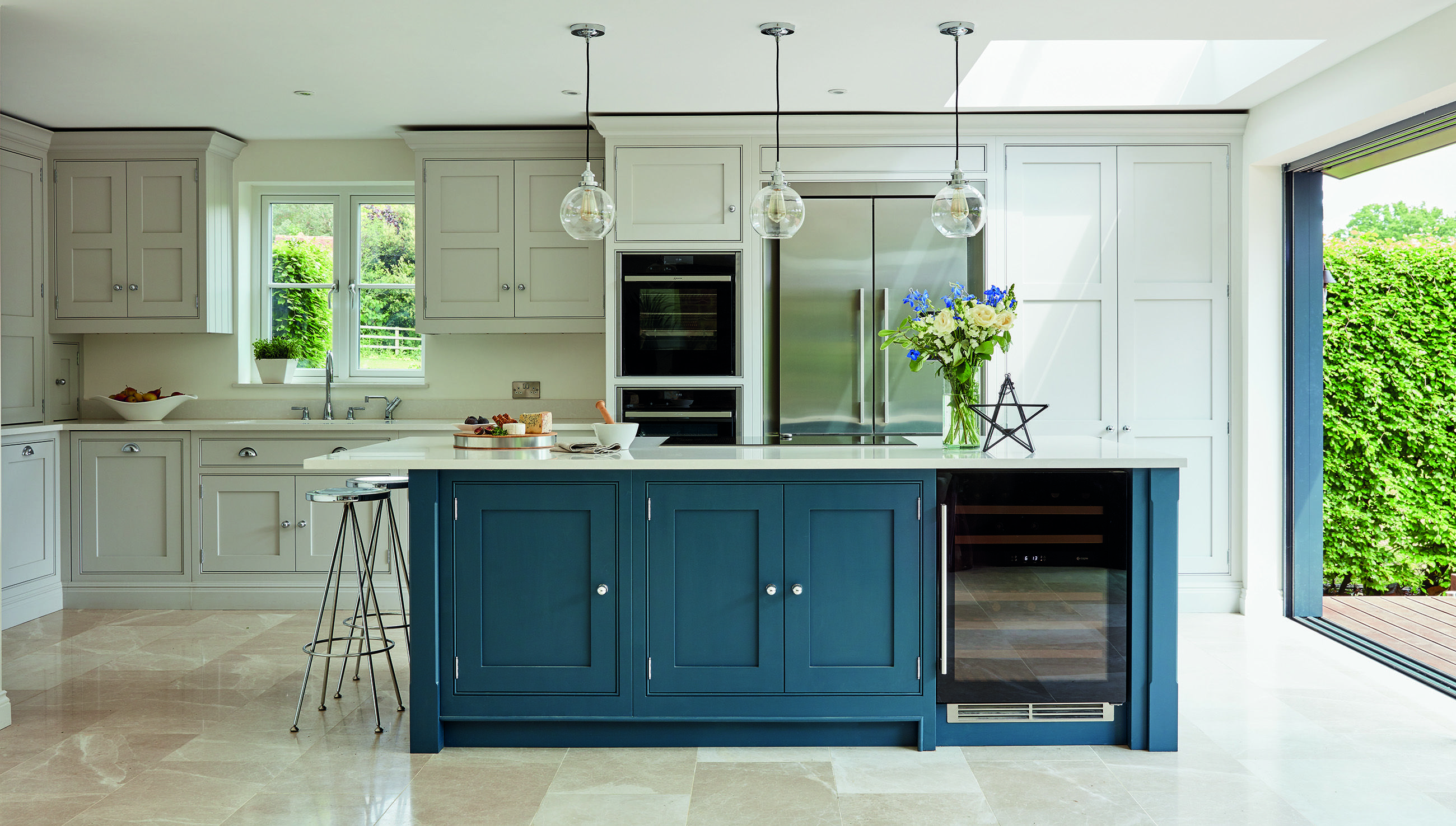 Blue Shaker Kitchen in 2020 | Kitchen cabinets color ...