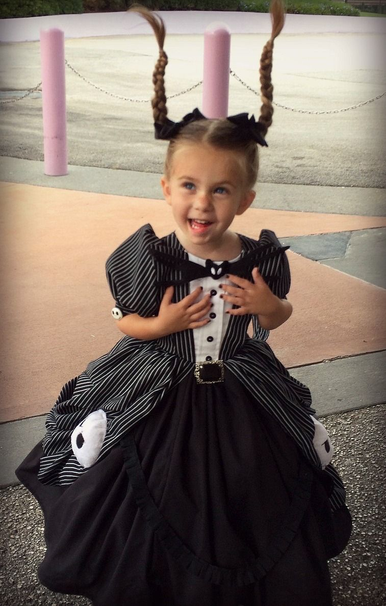 Crafty Mom Sews Truly Magical Disney Princess Costumes For Her ...