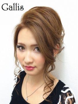 結婚式の髪型(スジ盛りヘアアレンジ) 上品なカール☆綺麗めシニヨン