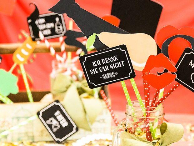 Kostenloas Downloaden - unsere Fotobox Utensilien -Party on! Mit den richtigen Fotobox Utensilien rockt die Hochzeitsfeier.  Photobooth Probs machen Stimmung, besonders als kostenloser Download. Sichert Euch jetzt unsere Vorlage zum selber machen. #diy #fotobox #accessoires #party #hochzeit #fun #braut #entertainment