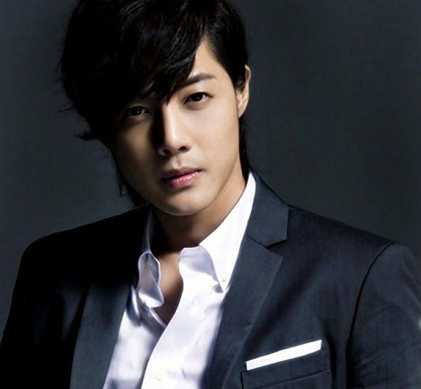 Kim Hyun Joong Black Medium Side Part Mesy