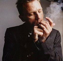 Does Daniel Craig Smoke