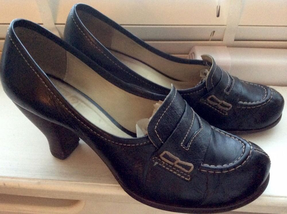 Ladies Clarks Shoes 1825 Black Leather Loafers Style Agra hills Size5.5