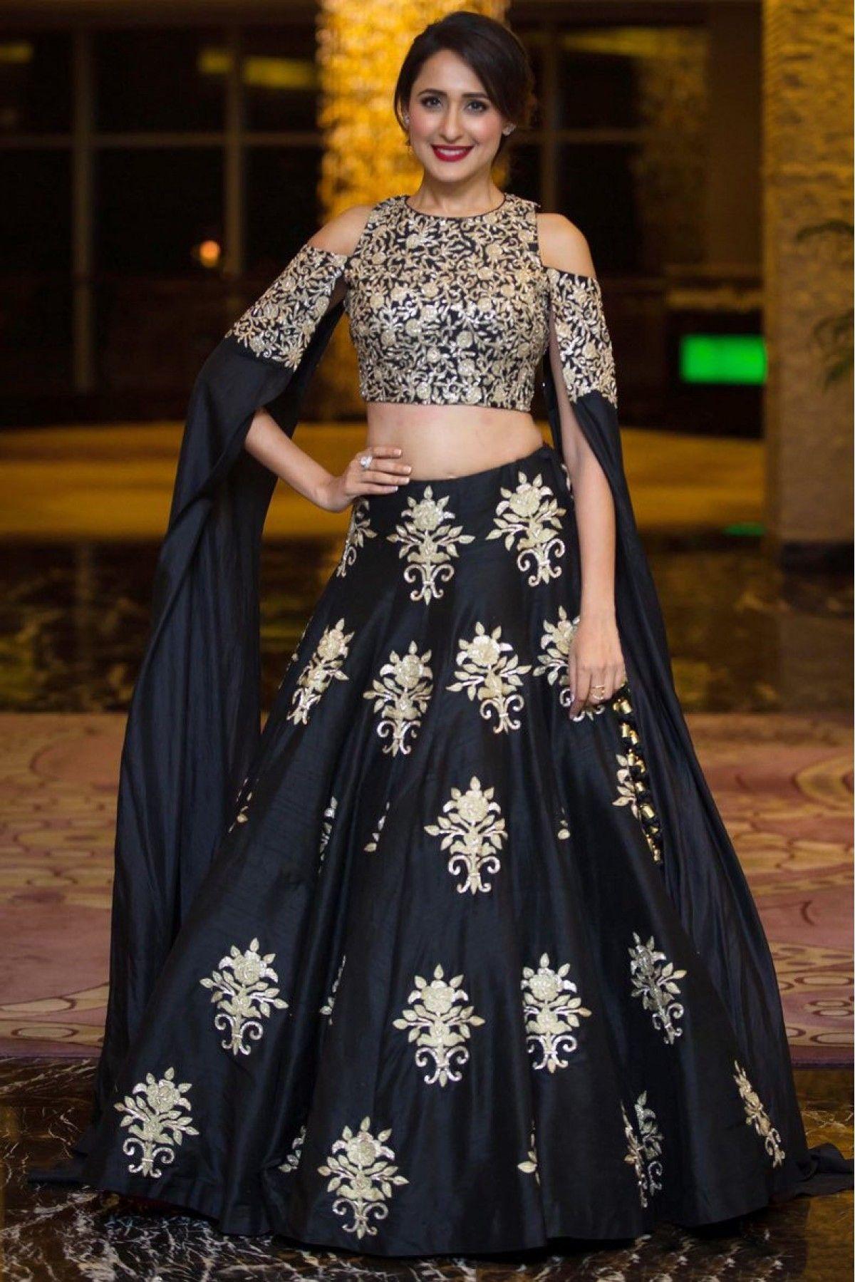 37fcfb130bacb  Simple  Choli  Wedding  Cotton  Bridal  BlouseDesigns  DIY  Saree   Bridesmaid  Sabyasachi  Jacket  Pastel  Pattern  Sangeet  White  Silk   Banarasi  Skirt ...