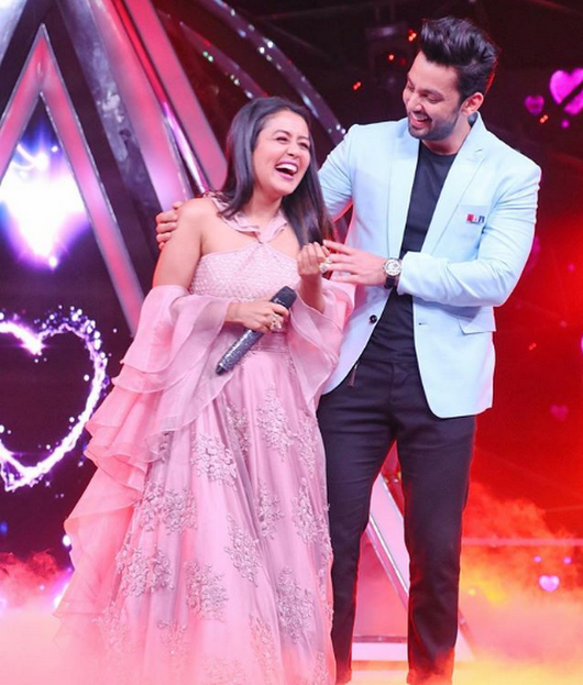When He Came To Surprise Me On The Sets Of Indianidol Kohlihimansh The S Neha Kakkar Dresses Star Girl Indian Idol
