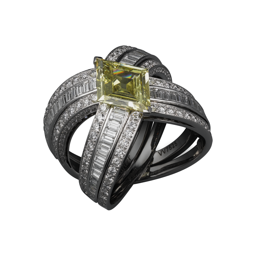 RING Platinum, one rhomb-cut yellow diamond, baguette-cut diamonds, brilliants.