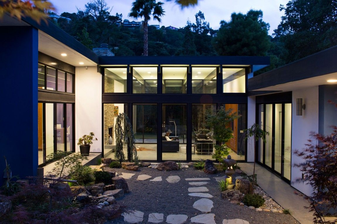 Modern Atrium House by Klopf Architecture‏ (29)