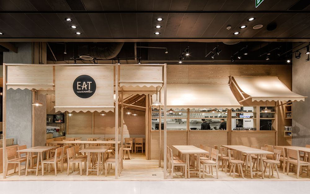 Wood chipping onion designs all wood eatery at emquartier for Retail interior design firms