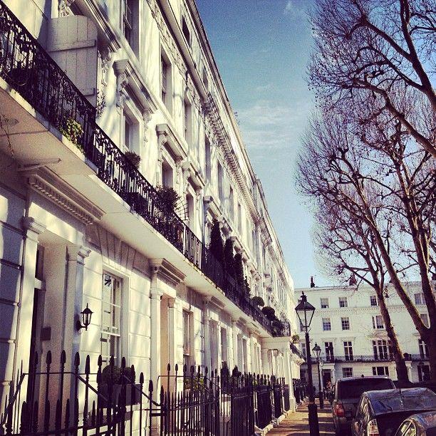 Pretty Chelsea townhouses #london #chelsea
