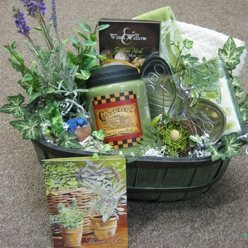 17 Best 1000 images about gift baskets on Pinterest Flower shops