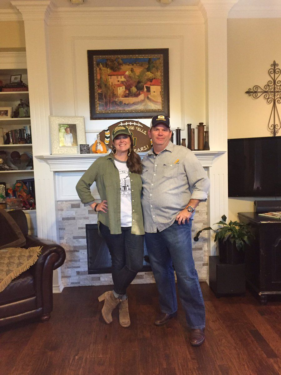 Jeff Paschal on #chipandjoannagainescostume Chip and Joanna Gaines (of Fixer Upper) costumes! So spot-on! #chipandjoannagainesfarmhouse Jeff Paschal on #chipandjoannagainescostume Chip and Joanna Gaines (of Fixer Upper) costumes! So spot-on! #chipandjoannagainescostume