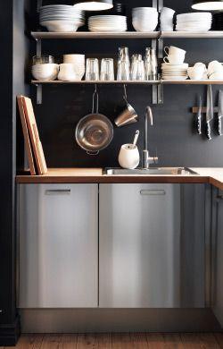 IKEA Österreich, Kleine Küche mit FAKTUM Schränken mit RUBRIK ...