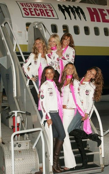 Gisele Bundchen And Karolina Kurkova Photos Photos Victoria S Secret Fashion Show Heads To Los Angeles Victoria Secret Fashion Show Victoria Secret Victoria Secret Runway