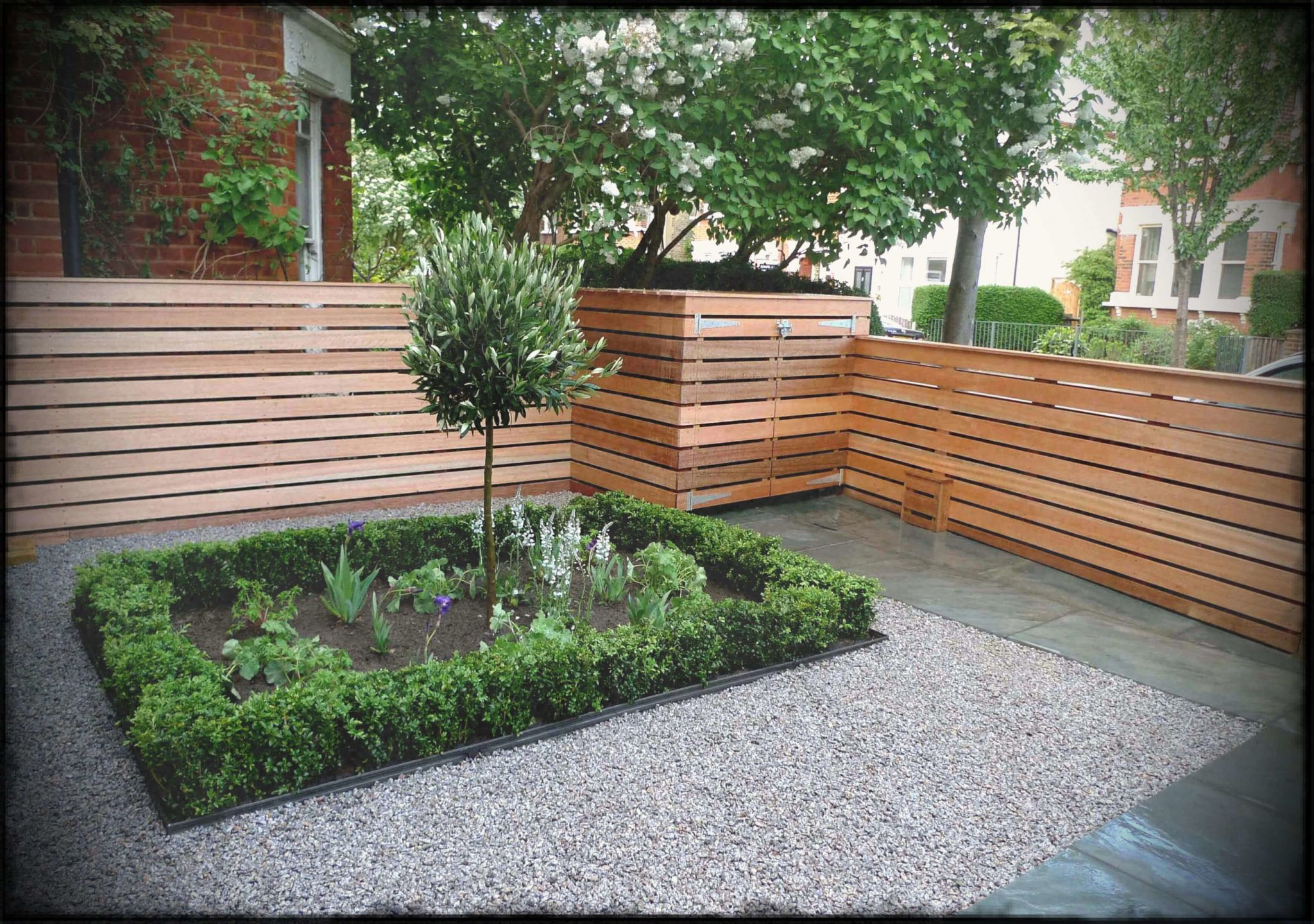 Small Front Garden Ideas On A Budget Uk Small Garden Fence