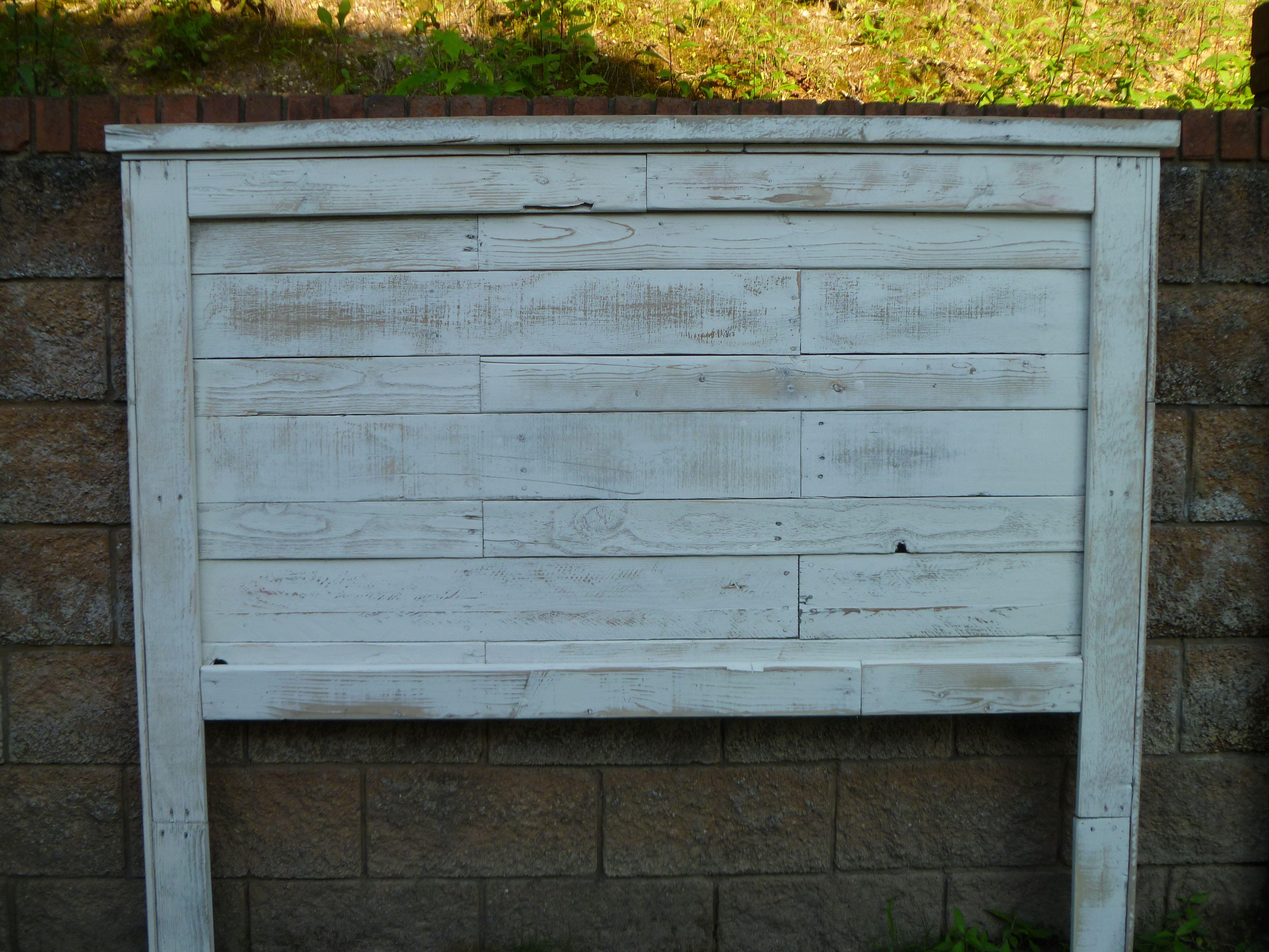 Distressed white pallet headboard pallets fabulous for Pallet wood headboard