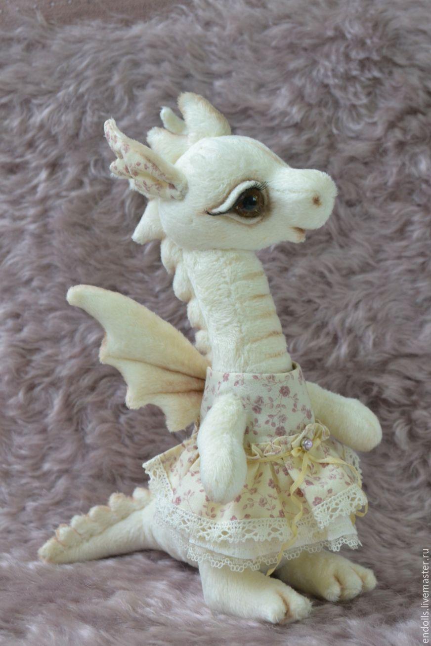 Фото Девочка обнимает дракона, art by Violet1202   1308x872
