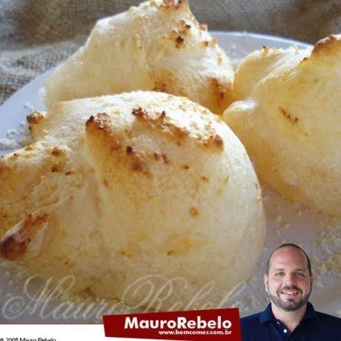 Pão de Queijo de Batedeira  Culinarista Mauro Rebelo   Ingredientes: 4 xícaras (chá) cheias de polvilho azedo 300 ml de leite frio 2 colhe...