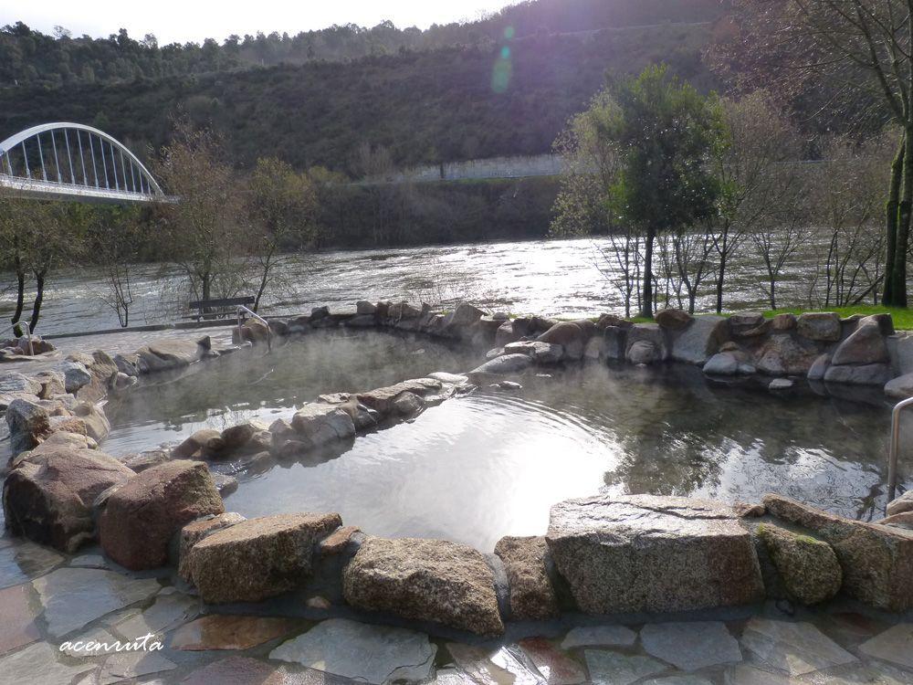 Dos de las pozas de agua caliente de las Termas de Outariz