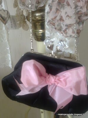 bag & pink bow