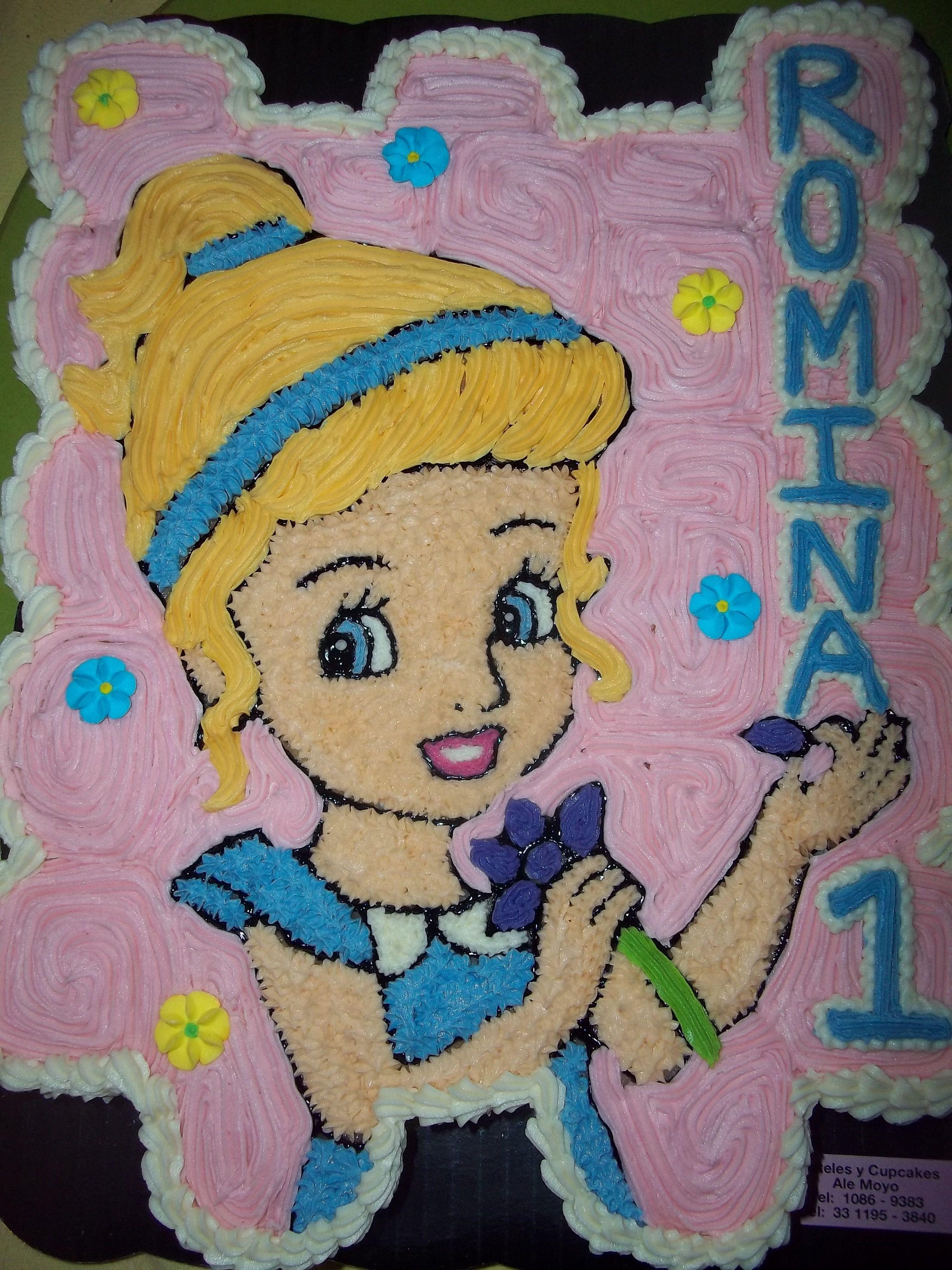 Pastel hecho sobre cupcakes y con betún de mantequilla. Facebook Ale Moyo cupcakes-pasteles.