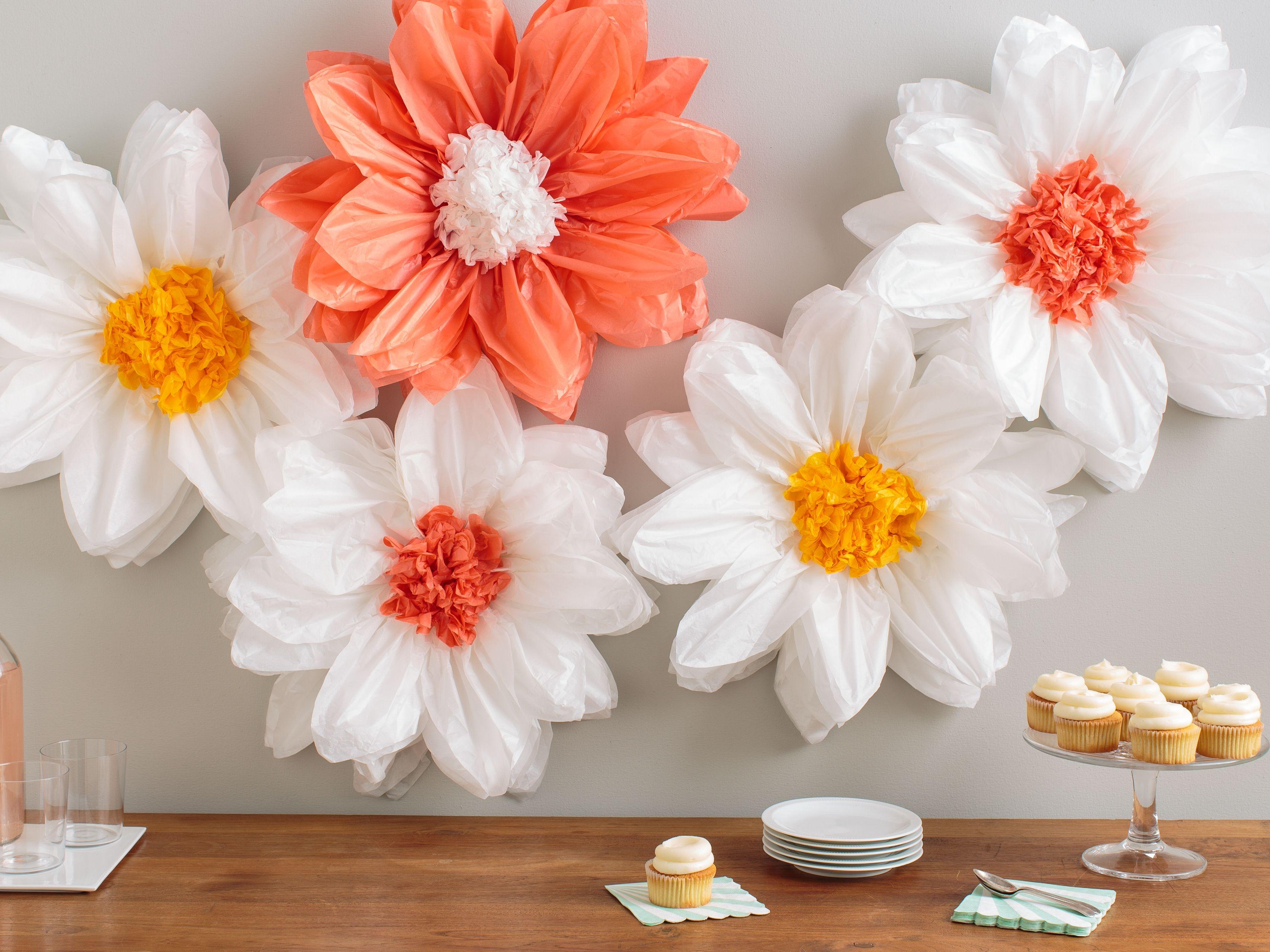 Martha stewart tissue paper pom pom kit daisy light - Martha stewart decoracion ...
