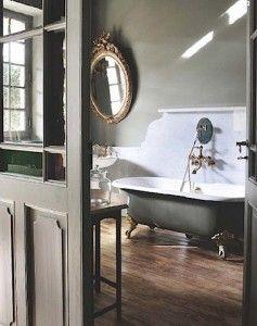 marble splash behind tub